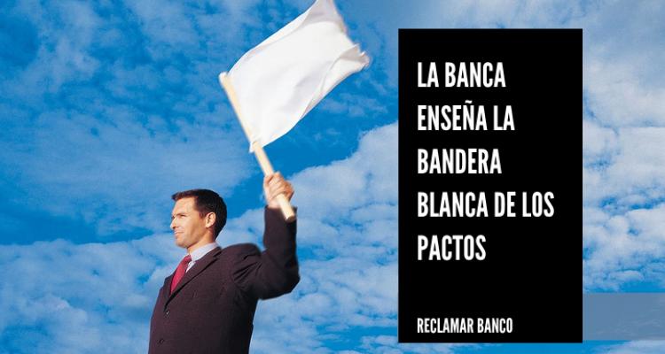 La banca enseña la bandera blanca de los pactos
