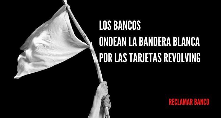 Los bancos ondean la bandera blanca por las tarjetas revolving